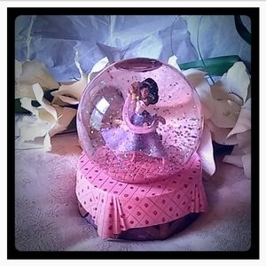 Vintage Esmeralda Musical Snow/Glitter Globe